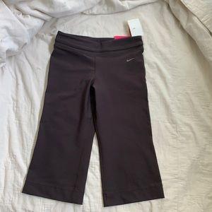 Women's medium Brown Nike Capri Pants